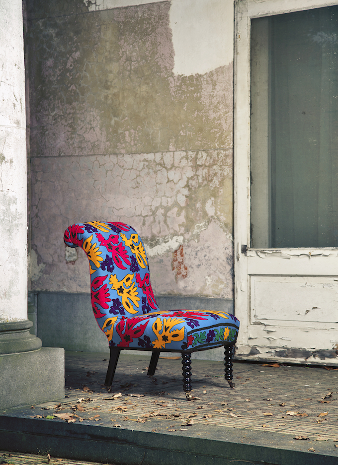 chair-rainbow-lory-zij