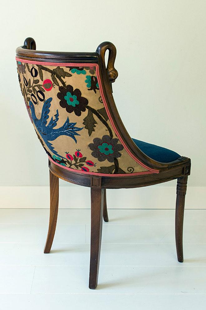 chair-lovebirds-achter